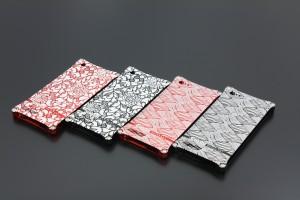 厳選した文様をケースの背面に特殊レーザーマーキングによって刻印したiPhone5用ケース。